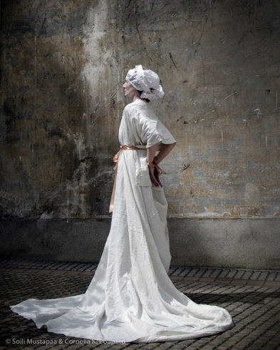 SERIE # 1 Last Moment Photo Soili Mustapää, Paris April 2016. Performance / model: Cornelia Klara Poupard C – Print. Kollage auf Dibon Format 40 cm x 50 cm Edition 1/8.