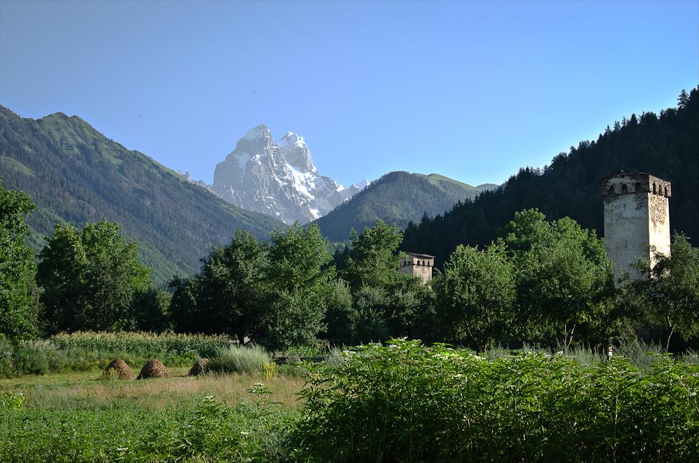 Svan tornit ja mystinen kaksihuippuinen Ushba. Photo Soili Mustapaa 2011